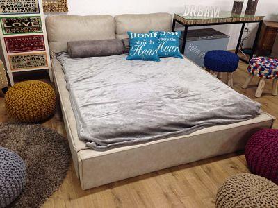 מיטה מרופדת דגם כריות