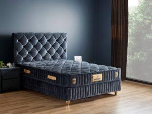 מיטה זוגית בצבע שחור