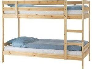 מיטת קומתיים בצבע עץ טבעי